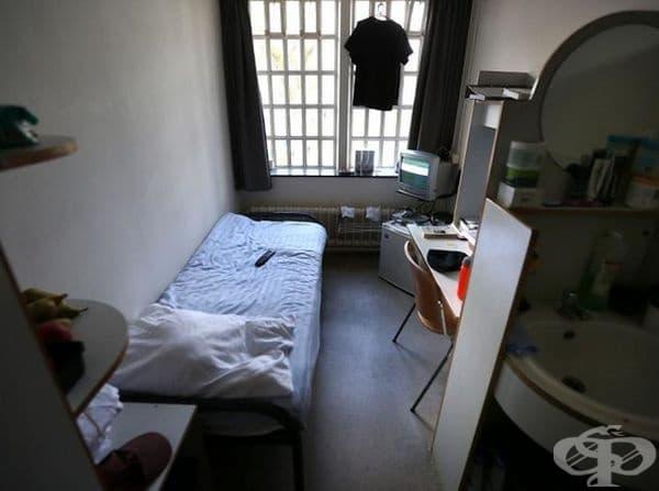 Затвор Норгерхавен, Холандия. Затворниците имат легло, мебели, хладилник и телевизор в килиите си, както и самостоятелна баня. Нивата на престъпност са изключително ниски.