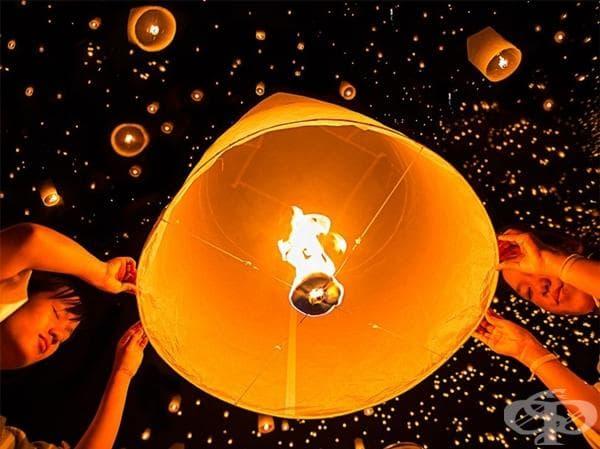 Небесният фестивал с латерни в Тайланд.