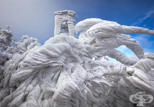 Уникални ледени скулптури в планина в Словения.