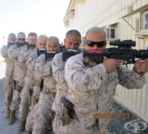 Всеки войник със своя индивидуален мустак. Те са под прикритие.
