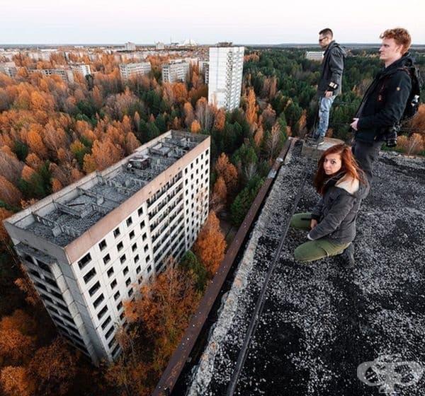 Група младежи, решили да направят снимки от изоставения след аварията град .