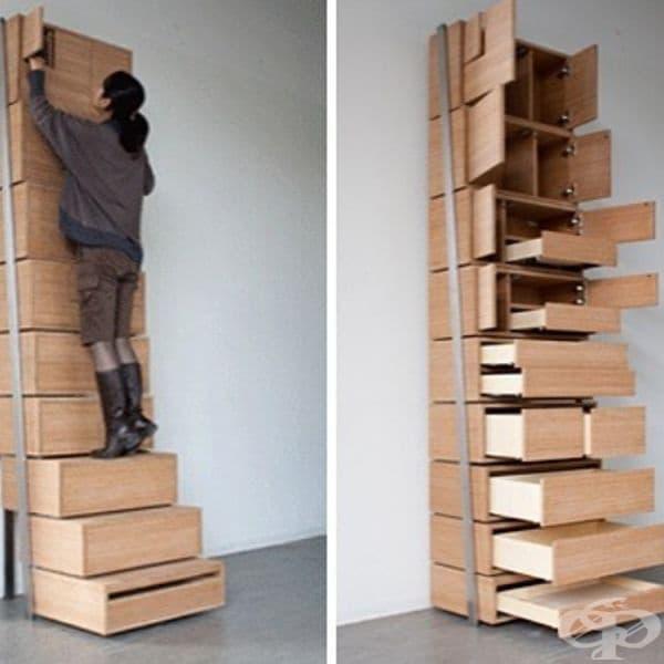 Долните чекмеджета на този шкаф се превръщат в стълби, които ви позволяват да достигнете до по-високите части.