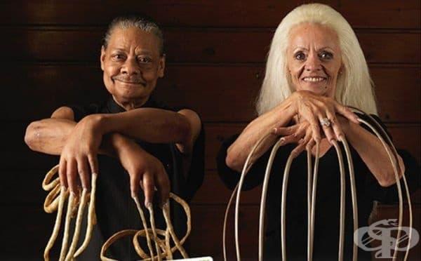 Най-дългите мъжки и женски нокти в света. Това са Мелвин Буут с обща дължина на ноктите  - 9, 85 м. и Лий Редмънд  - 8,5 м.