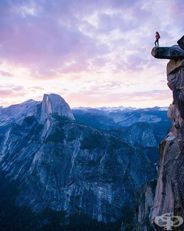 На надвисналата скала в природния парк Йосемити в Калифорния ще можете да докоснете небето. Тя е разположена на 900 м. над долината и привлича туристи от цял свят.