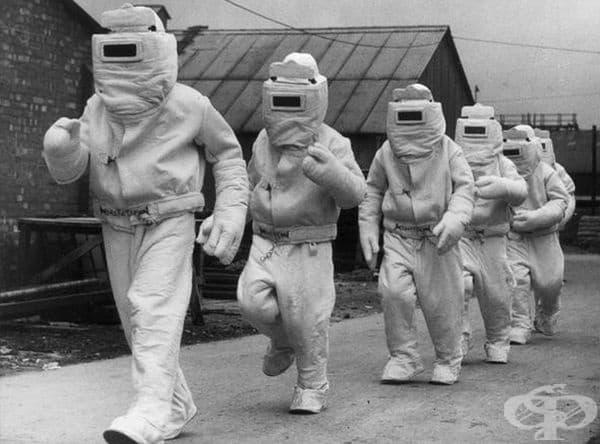 Противопожарни костюми, предназначени за спасяване при горящи самолети, 1940 г..