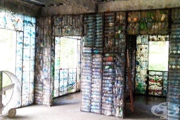 Необходими са около 14 000 пластмасови бутилки, за да се построи една къща с площ 100 квадратни метра.