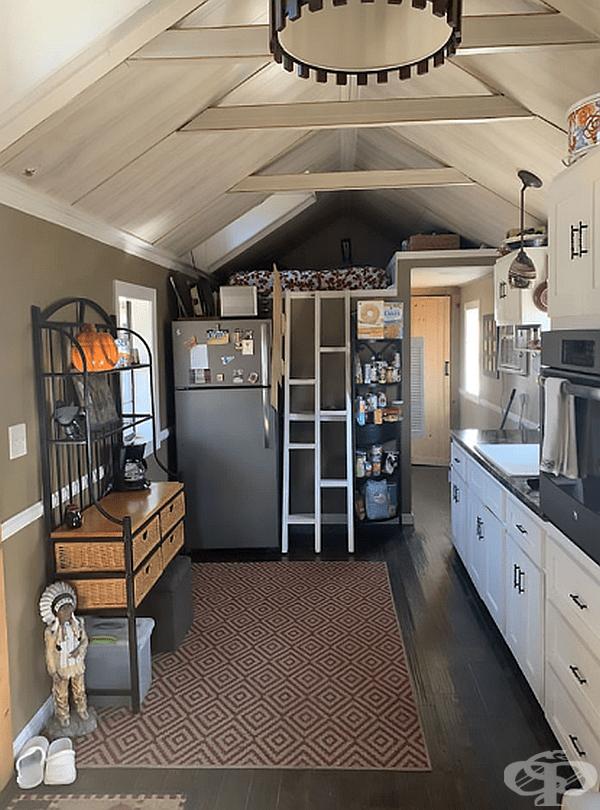 Кухнята е оборудвана с всичко необходимо.