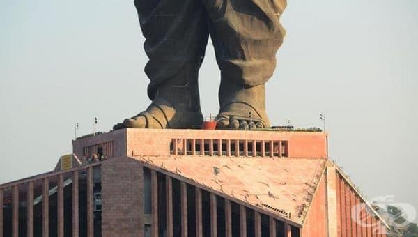 В допълнение към паричните инвестиции се е събирало скрап, който е бил разтопен и използван за изграждането на статуята и нейните конструкции.