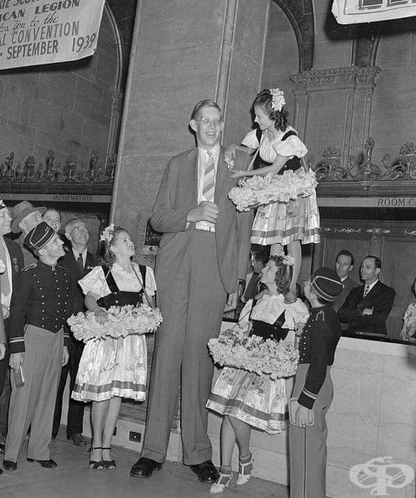 На 18-годишна възраст Робърт е обявен за най-високият човек в света с височина 2,53 см.