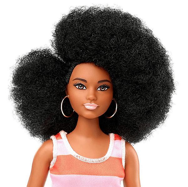В разнообразието са включени кукли с 35 тона на кожата и 94 вида прически.