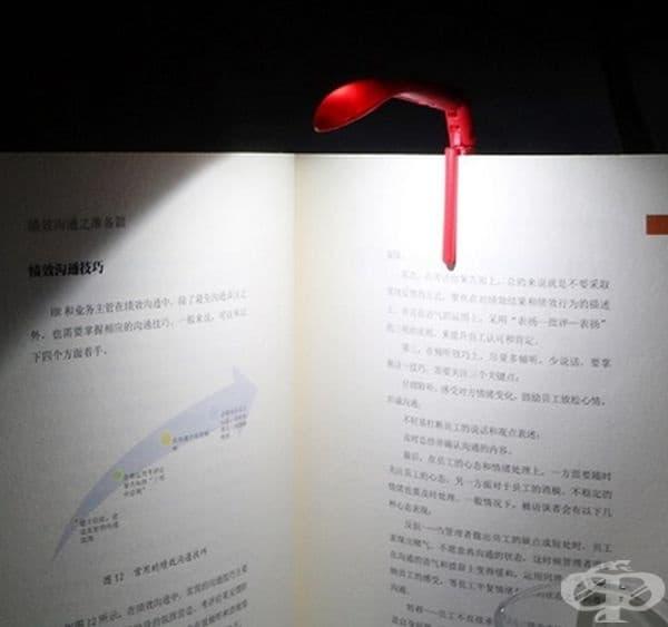Миниатюрна лампа за книгомани.