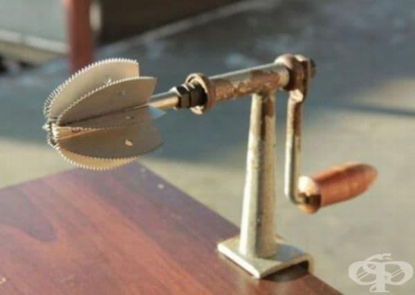 Този нож се използва за лесно отваряне на кокосов орех.