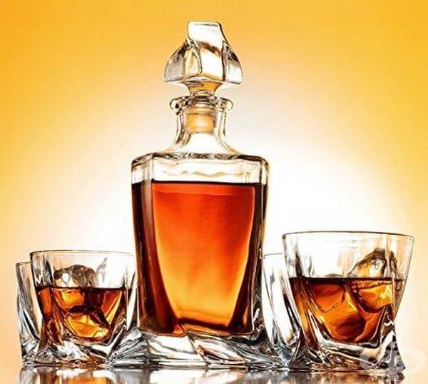 Алкохолни напитки. Срокът на годност на алкохолните напитки, като уиски, ром, коняк, водка, фактически е вечен. Най-важното е да се съхраняват на тъмно и хладно място в плътно затворени бутилки.