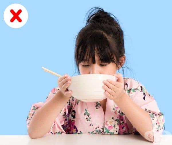 Мит 7. Да се храните шумно (да сърбате). Прието е, че само юфката може да се сърба. Не е учтиво шумното хранене на нормална вечеря или обяд. Важно е обаче, няколко пъти да се отбележи колко е вкусно ястието.