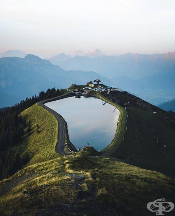 Езеро или огромна дупка в земята? Разбира се, езеро!