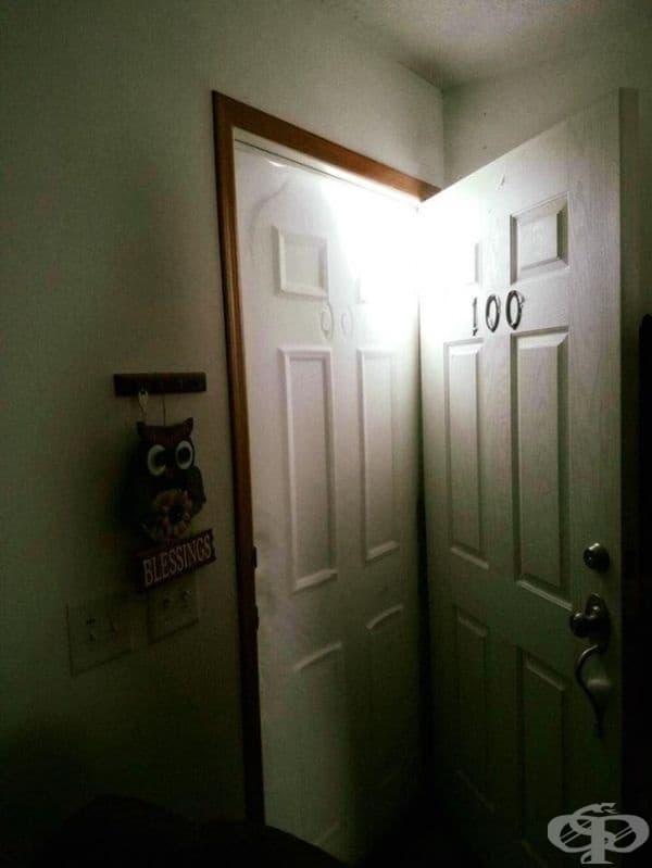 Не, това не е втора врата. Това е най-обикновен сняг.