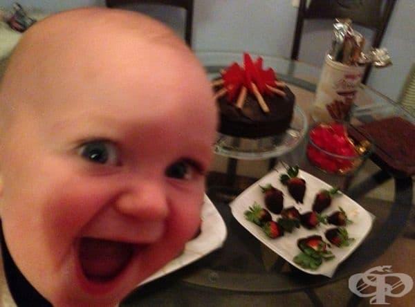 """""""Първата фотобомба на сина ми: Той е на 10 месеца."""""""