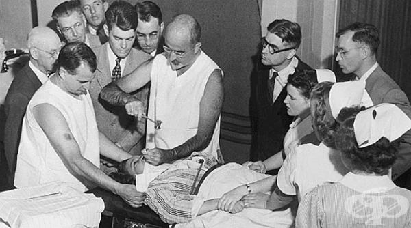 В началото на 20в, когато методите за лечение на психични заболявания са били оскъдни, е изобретена инвазивна процедура-лоботомия (прерязване на снопчетата от вътрешномозъчни нервни влакна). За кратко е била широко разпространена, а по-късно забранена.