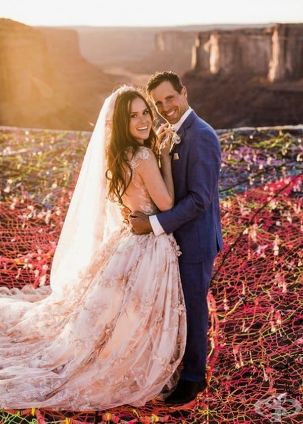 """""""Ние сме заедно в продължение на три години и между нас има специален тип доверие"""", посочва Кимбърли в нейния профил в Instagram."""