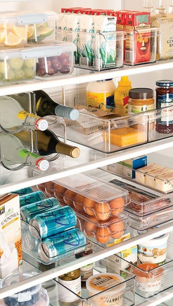 Пластмасовите кутии ще ви помогнат да поддържате чист хладилник.