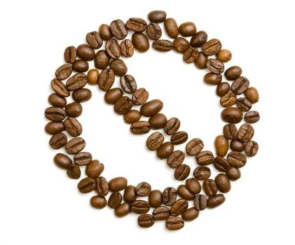 Намалете приема на кофеин. Съществува определена връзка между тютюна и кофеина, но това не е изненадващо, защото кофеинът също е стимулант.