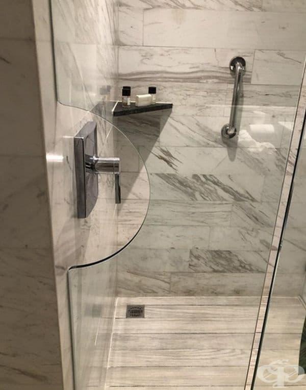 Много удобна врата в банята, която ще ви предпази от пръските.