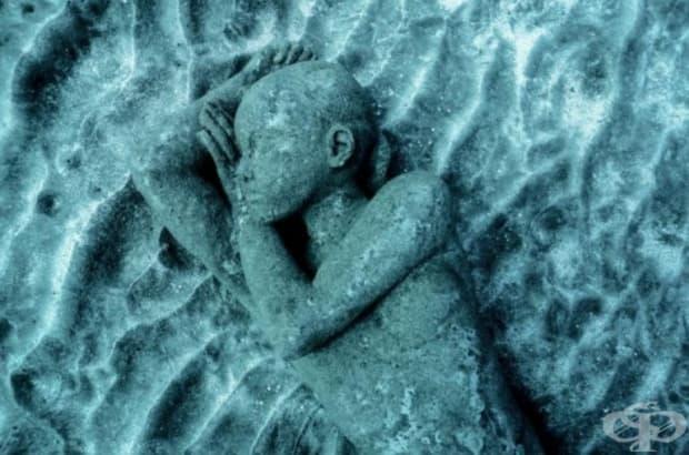 """Уникалното творение на Джейсън Тейлър """"Човешката спирала"""" се състои от 200 човешки фигури, които образуват изкуствен риф, с цел обогатяване на морската фауна. Отново се повдига въпросът за спасяването на океаните. (Местоположение: Музей Атлантико, Испания"""