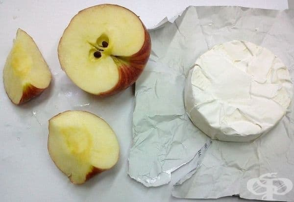 Консумирайте храни, които са подходящи от стоматологична гледна точка. Повечето млечни продукти намаляват плаката и дори почистват емайла, а ябълките, въпреки че са кисели и сладки, увеличават производството на слюнка, което намалява нивата на бактериите.