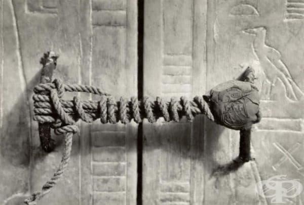 Печатът върху гробницата на Тутанкамон, 1922г. Тя е останала   недокосната в продължение на 3245 години.