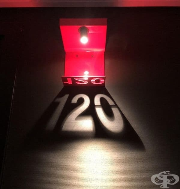 Светлинно маркиране на номерата на стаите в хотел.