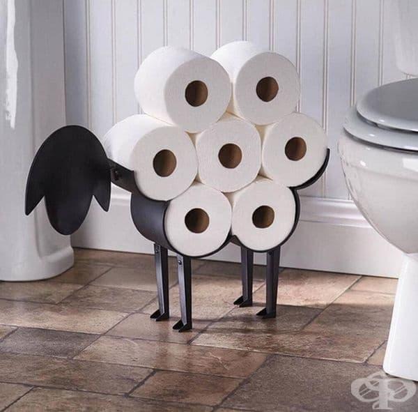 Поставка за тоалетна чиния във формата на агне.