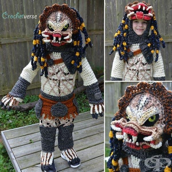 Майка плете костюми за Хелоуин на своите деца