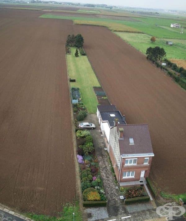 Сигурно е хубаво да имаш уединен дом за себе си и малко земя за засаждане на картофи.