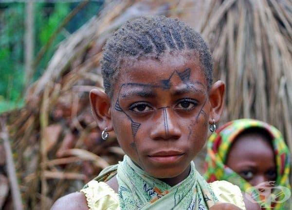 Снимка на момиче от африканското племе пигми. Тя има проникновени очи, които изразяват мъдрост и спокойствие, а това е наистина впечатляващо!