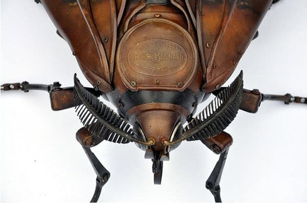 12 насекоми, изработени от рециклирано желязо