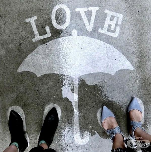 Перегрин Чърч рисува скрити послания по улици и тротоари.