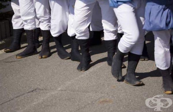 Вдъхновени са от традиционните японски обувки jika-tabi.