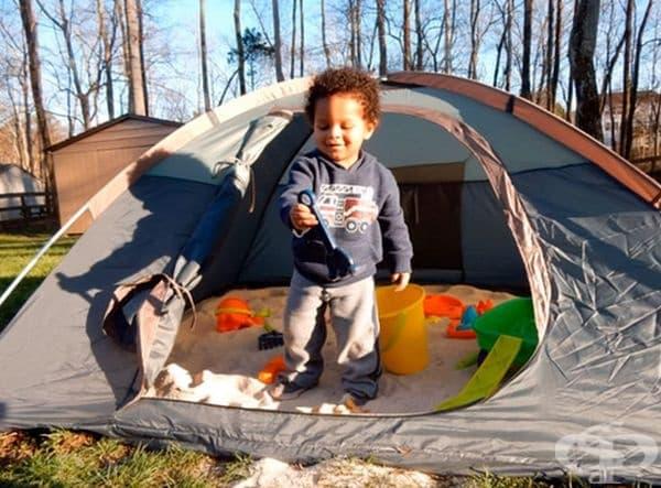 Използвайте палатка, за да направите пясъчник на детето. Вечерта я затворете, за да не я посещават котки или други животни.