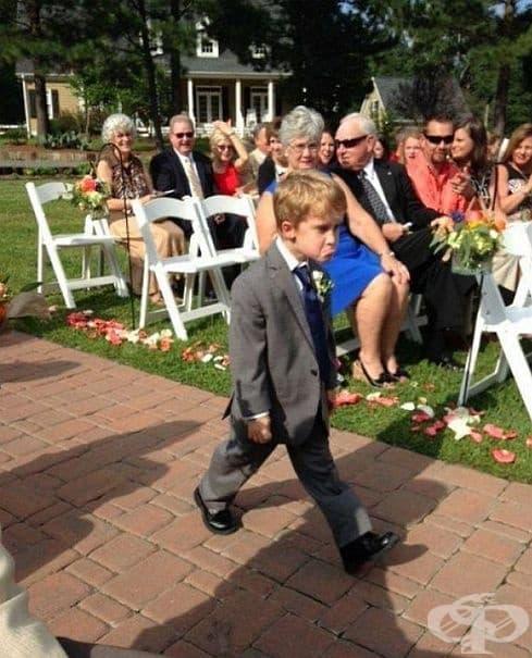 Той действително обича сватбите.