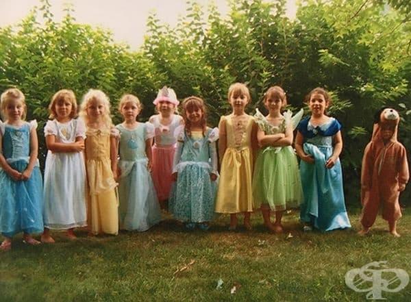 """""""Малката ми сестра също беше поканена на партито на принцесите. Тя пожела да бъде кученце."""""""