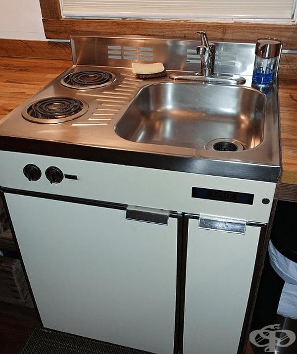 """""""Моето откритие в малката квартира, която наех: мивка, печка и хладилник в едно."""""""