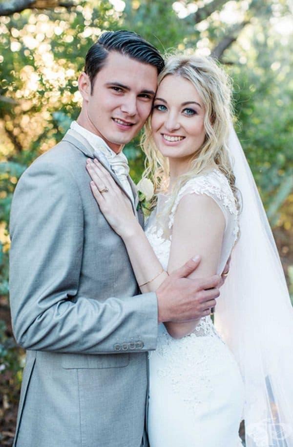 Повечето хора смятат, че младоженците са истински късметлии, защото бракът им е благословен дори от жираф.