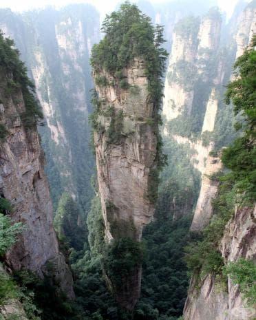 """Планината Тианзи - Китай - вдъхновение за пейзажите на страната Пандора във филма """"Аватар""""."""