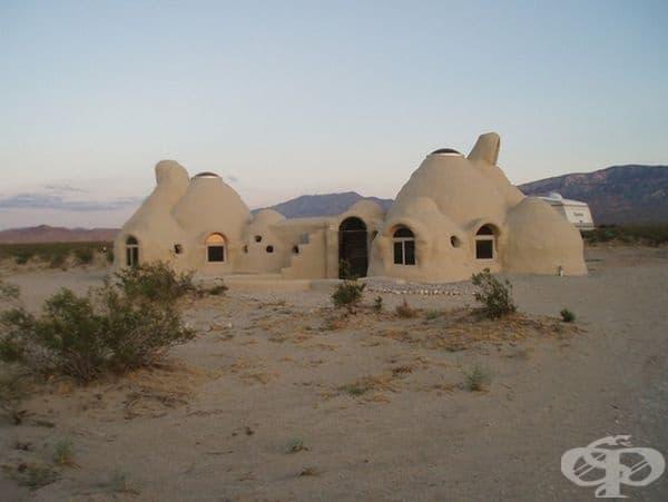 Лунни къщи от архитекта Надир Халил в Иран.