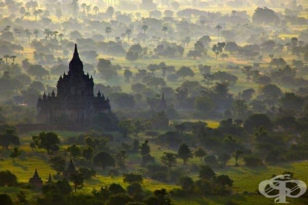 Храм в Баган, Мианмар.