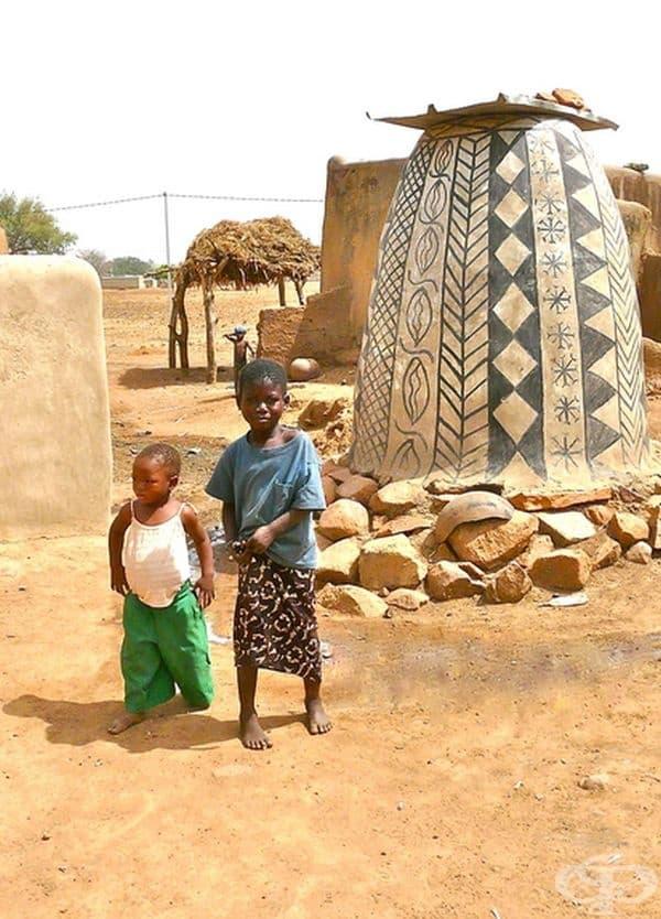 20 снимки от Тиабеле – африканско село, където всяка къща е произведение на изкуството