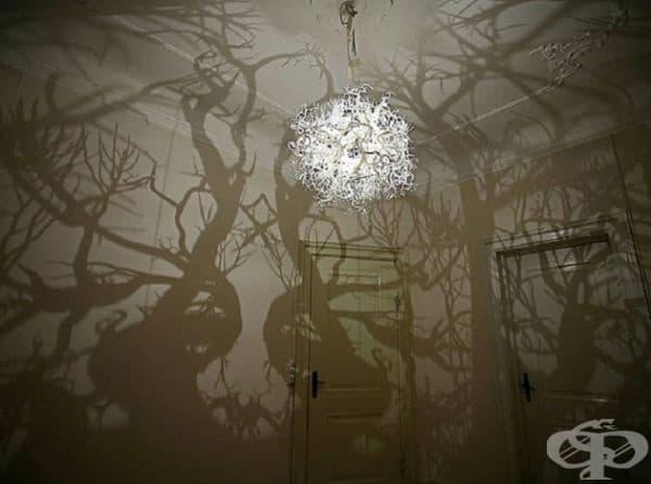 Игра на сенки. Подобен полилей може да превърне стаята в приказна гора.