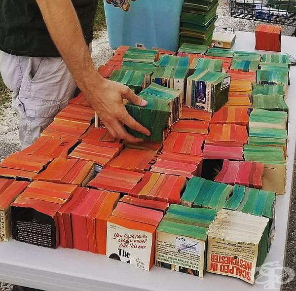 Подготовка на книги с меки корици за ефекта на дъгата в предната част на арката. Цветовете са от издателите и не са боядисвани допълнително.