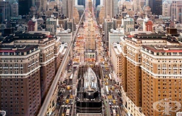 Ню Йорк, отразен от небостъргач.