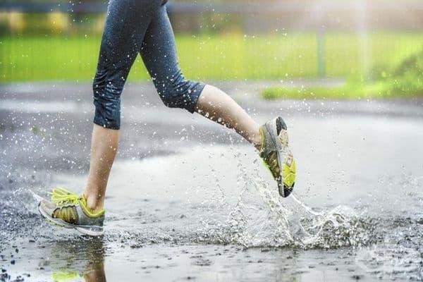 Японски учени са установили, че по време на упражнения в студено и дъждовно време се изгарят повече калории и мазнини, отколкото в ясни дни.